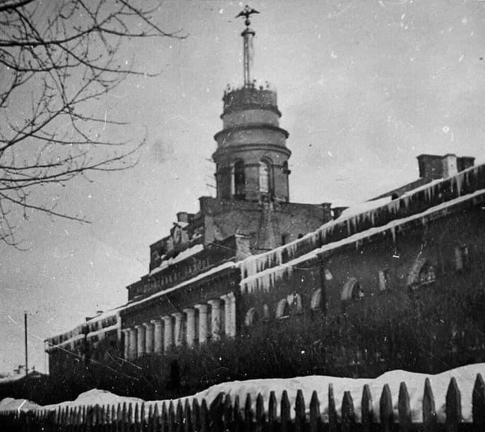 Орёл - главный, державный символ города Ижевска на шпиле Заводской башни.