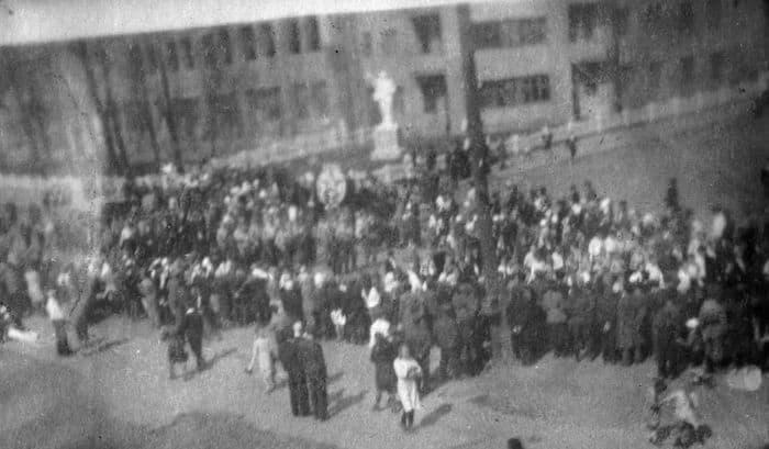 Перед зданием МВД ещё стоит памятник Ленину (внизу слева). Фото 1960-х годов. Ижевск.