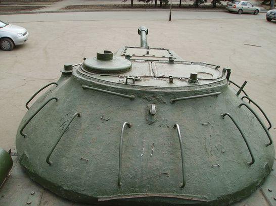 Памятник Сталину в Ижевске, танк ИС 3 у дома Пионеров. ДВА. Фото 2013 год.