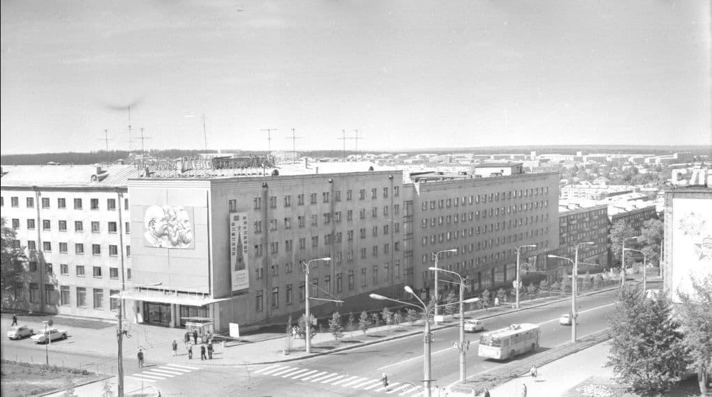 Пушкинская улица. Фото 1975 г. Ижевск. Гостиница - Ижевск.