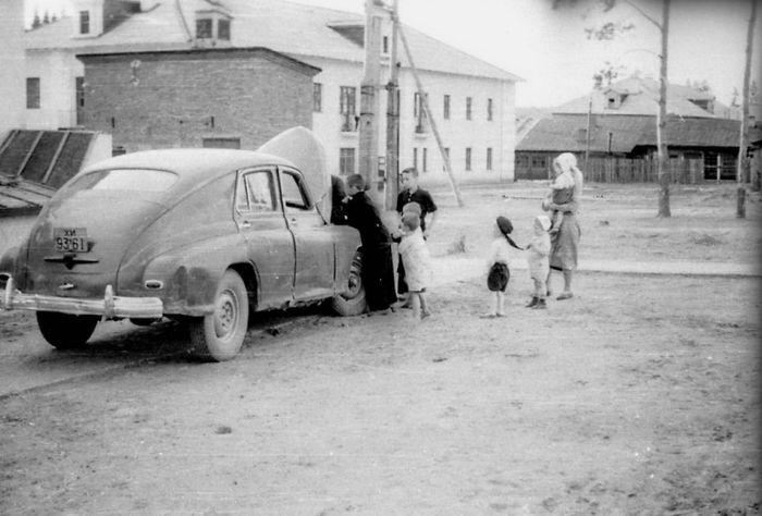 Сарапул. Ул. Молодежная, №6. 1950 годы. Фото Л. Матлюк.