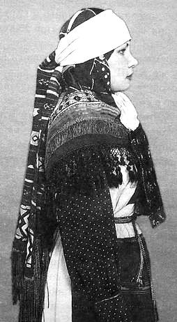 Древний праздничный наряд шарканской группы удмуртов конца XIX в.