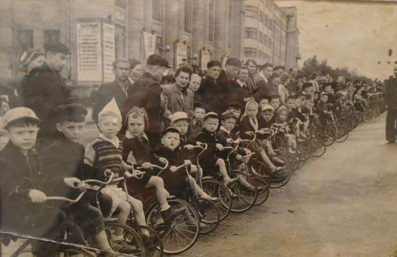 Парад велосипедистов на Площади Пастухова Ижевск, 12.07.1955.