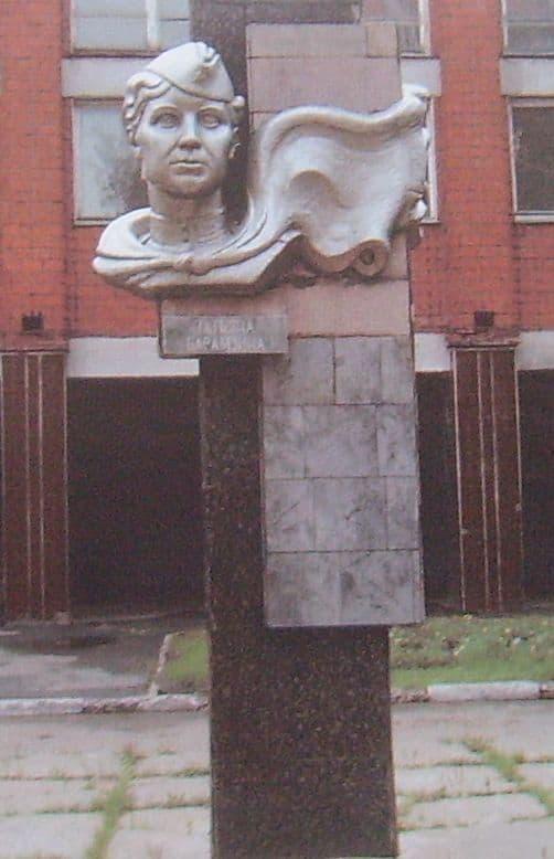Памятник Т.Барамзиной. Улица Молодежная , 64, 1985 г.