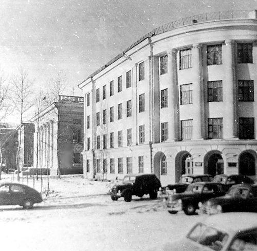 Улица Советская. Библиотека Ленина. Здание горкома КПСС. Ижевск.
