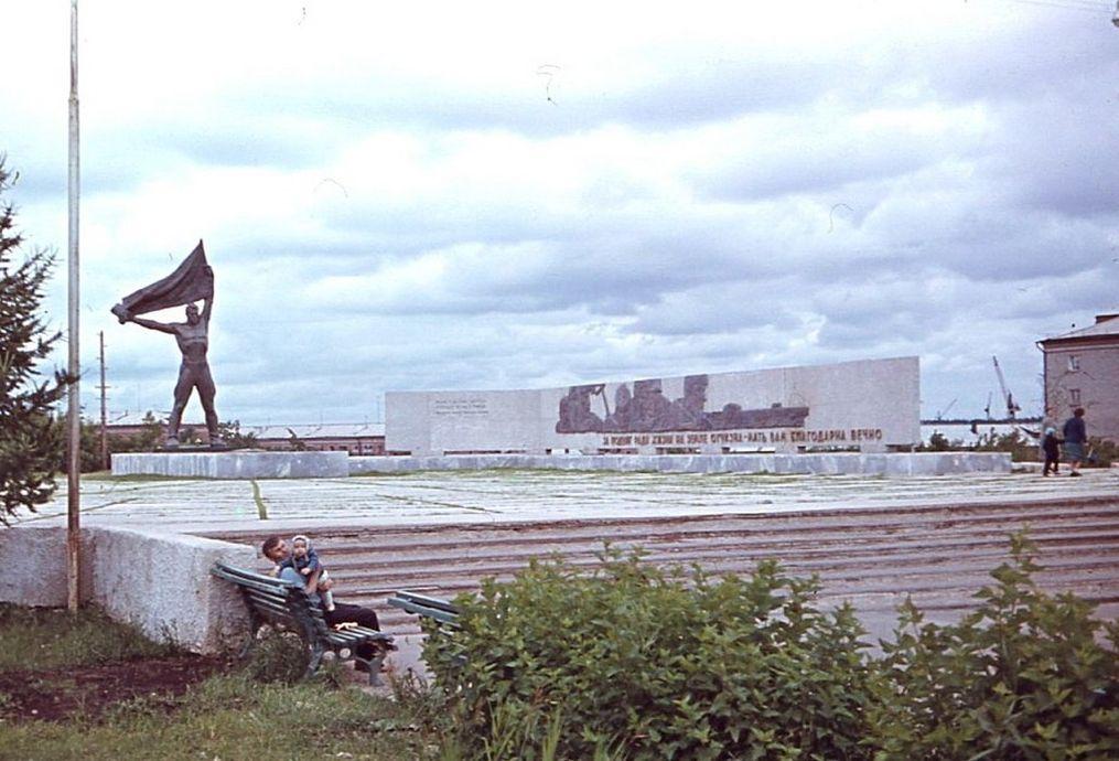 Памятник неизвестному солдату и Вечный огонь. Архив Александра Дмитриева.