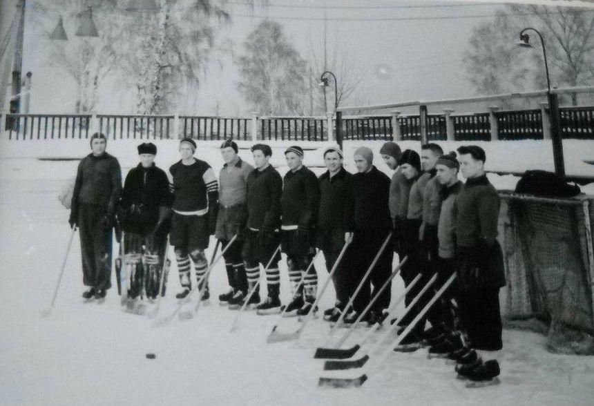 Хоккейная команда ДСО Труд Глазов 50-е годы.