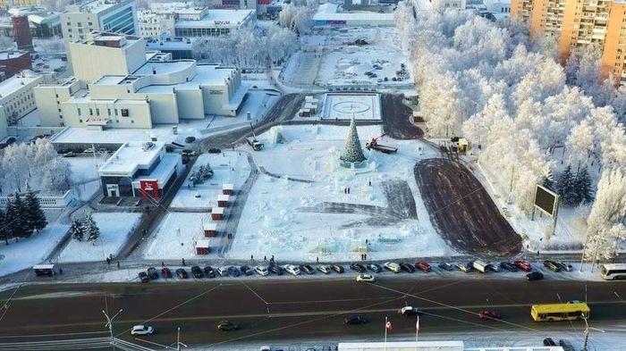 Центральная площадь в Ижевске.  Новый год. Вид сверху. 2018 г.