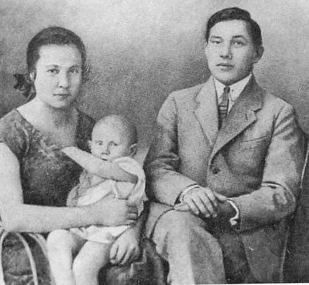 Кузебай Герд с женой Надеждой и дочерью Айно.