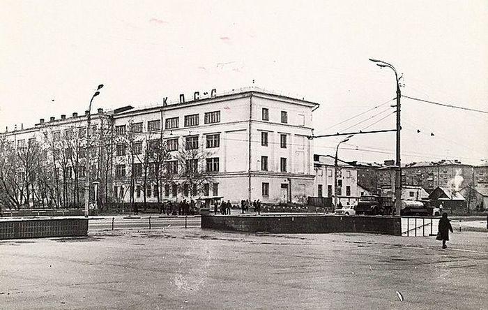 Удмуртский Государственный Университет, 1981 год. Не так давно построен подземный переход. Ижевск.