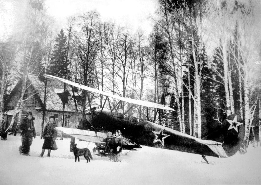 Южный поселок. Самолеты в Сарапуле.