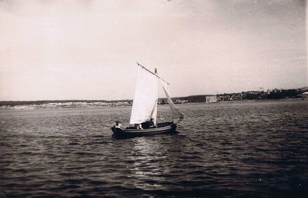 Лодка на Воткинском пруду.
