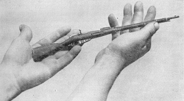 Образец миниатюрной винтовки, изготовленной ижевскими мастерами.