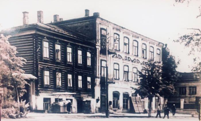 Центральный удмуртский клуб по улице Коммунальной (М. Горького) Фото: 1920-е годы.