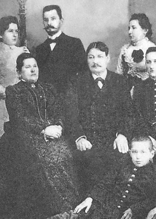 Семья Евдокимова Андриана Николаевича. Слева жена Евдокимова (Демидова) Ольга Матвеевна.