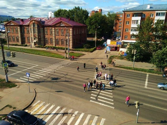 Ижевск. Улица К.Либкнехта. Школа Свободы. Фото 2018 год.