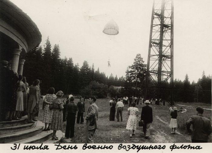 Парк Кирова. 24 июля 1935 г. в парке открылась первая в УАССР парашютная вышка.