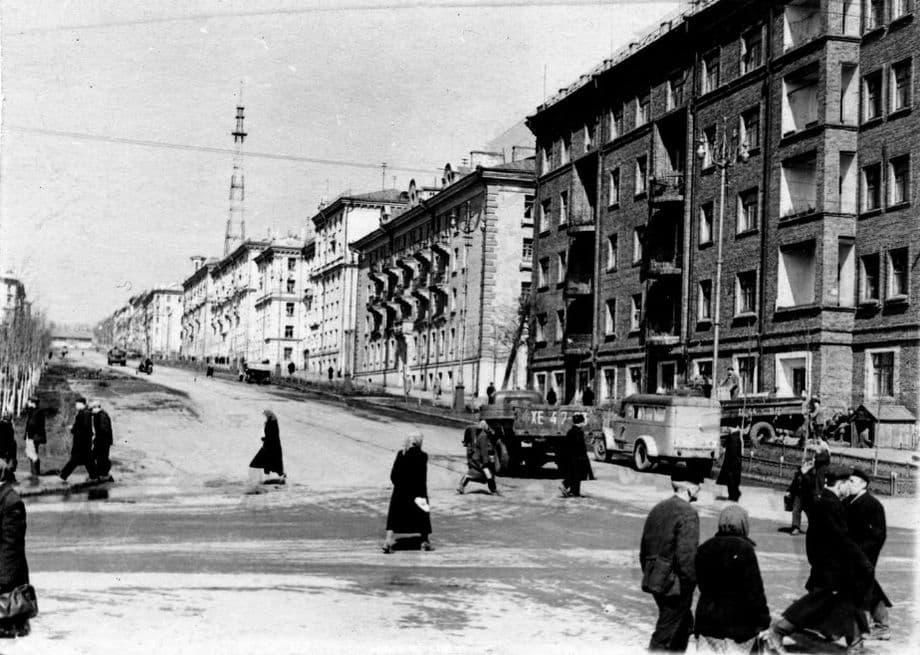 Фотография. Перекресток улиц Пушкинская и Советская. Ижевск. 1960 год.