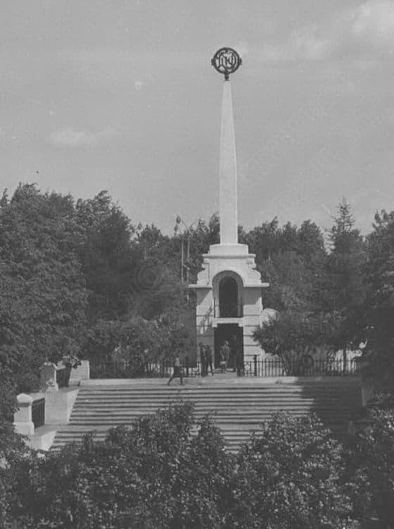 Обелиск - Вечная память борцам, павшим за дело рабочего класса. 1950 г.Ижевск