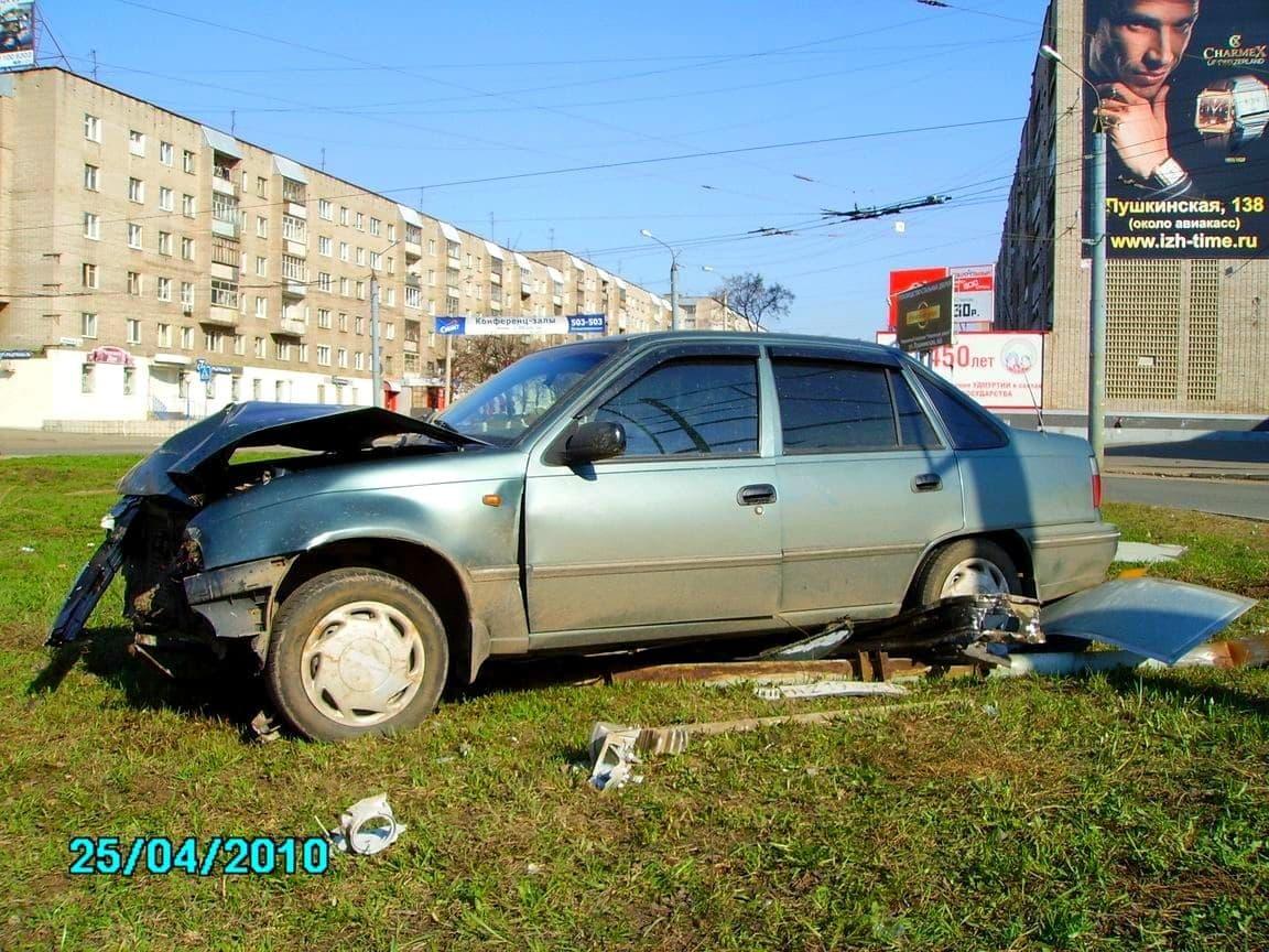 Авария на ул. Карла Либкнехта, Ижевск. 25.04.2010 г. ДВА.