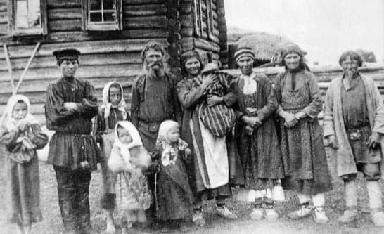 Семья удмуртов. Село Бураново Сарапульского уезда. Нач. XX в.