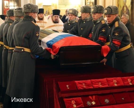 Михаил Калашников скончался вечером 23 декабря 2013 года в столице Удмуртии Ижевске на 95-м году жизни после продолжительной болезни.