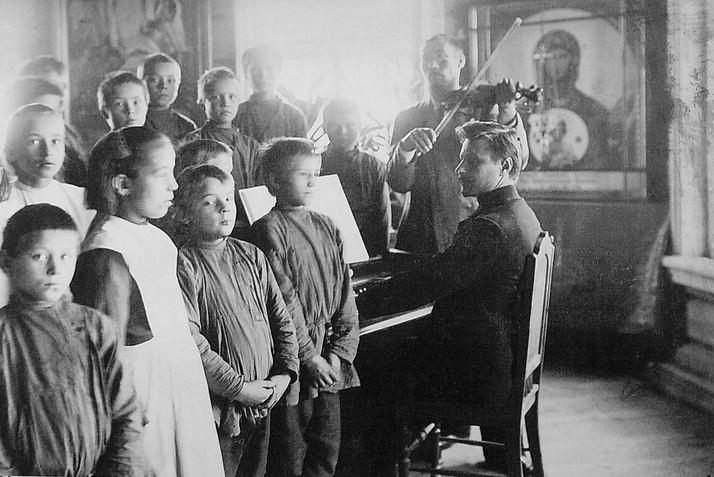 Ольгинский  приют, Сюгинский завод (сегодня г. Можга). Урок пения. 1900 г.