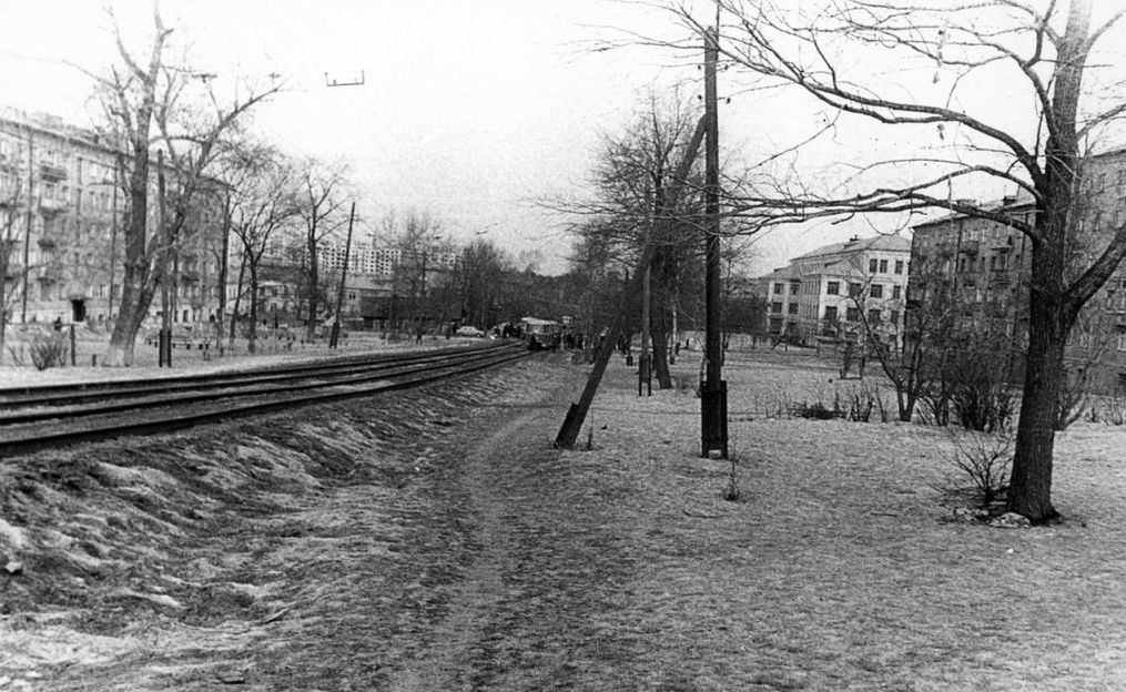 Улица Карла Маркса, 70-ые годы. Школа №27, дом К. Маркса 268 и 275. Ижевск. Фото Ю.Г.Ожигова.