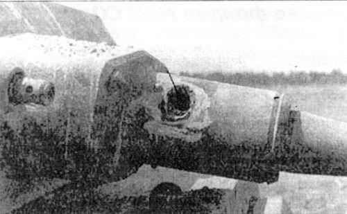 Попадание бронебойно-трассирующего снаряда калибра 37 мм в пушку немецкого среднего танка Pz.II Ausf.J.