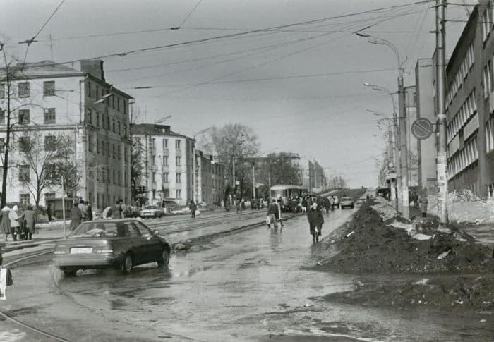 Перекресток улиц К. Маркса и Ленина в 1990-е годы. Фото из архива газеты Комсомолец Удмуртии. Ижевск.