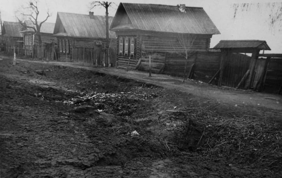 Улица Милиционная после рытья траншеи под канализацию. Август-сентябрь 1960 г. Ижевск.