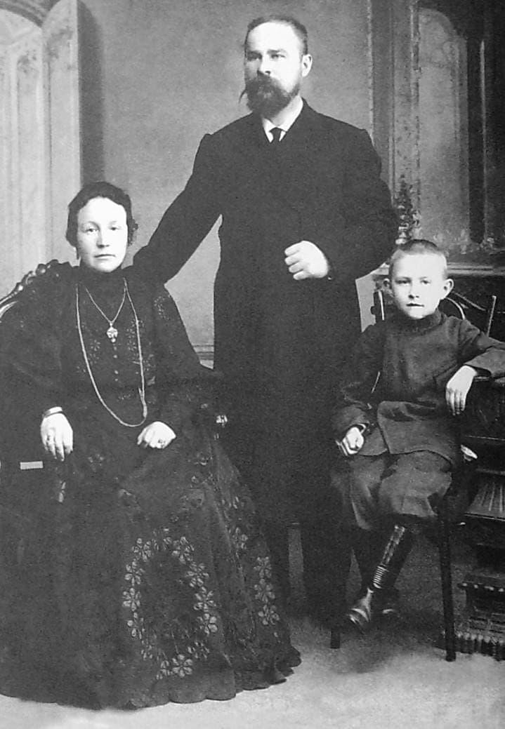 Оглоблин Николай Георгиевич с женой и сыном.