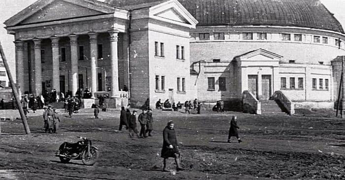 Ижевский цирк. Улица Красноармейская. Фото 1949 год.
