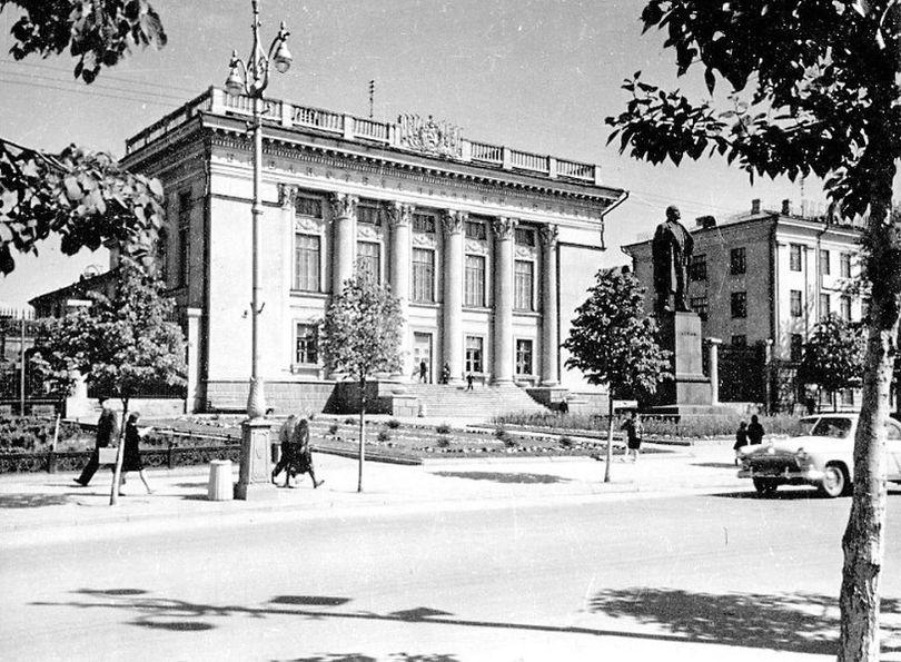 Советская улица. Библиотека им. В.И.Ленина. Ижевск.