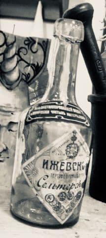 Старинная бутылка от воды - ижевского источника Ижевского торгово-промышленного общества, завод Ивана Бодалёва.
