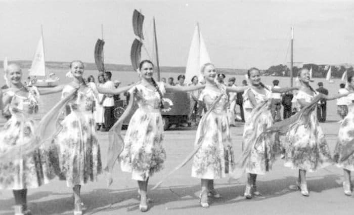 Празднование Дня Военно-морского флота на набережной Ижевского пруда. 25.07.2004. ЦДНИ УР.