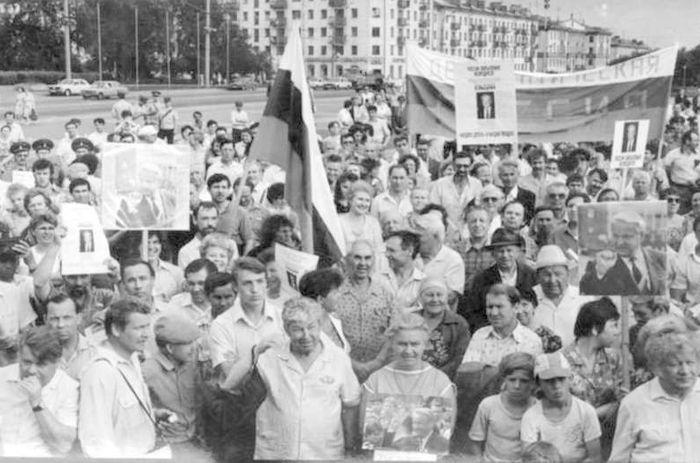10 июня 1991 года - Центральная площадь Ижевска - митинг в поддержку Бориса Ельцина.