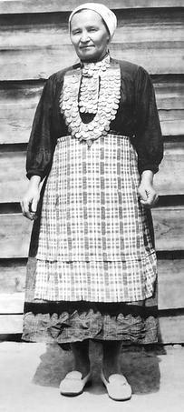 Одежда калмезов. Вавожский район. Дер.Тыловыл-Пельга. 1983 год. Удмуртская народная одежда.