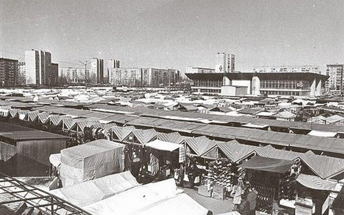 Торговый центр Радиотехника и Восточный рынок, фото 1990-х годов. Ижевск.