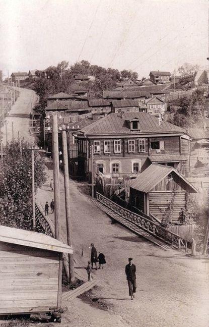 Сарапул. Улица Вятская (Раскольникова). От центра в сторону Старцевой горы. Фото: 1950-е гг. Удмуртия.