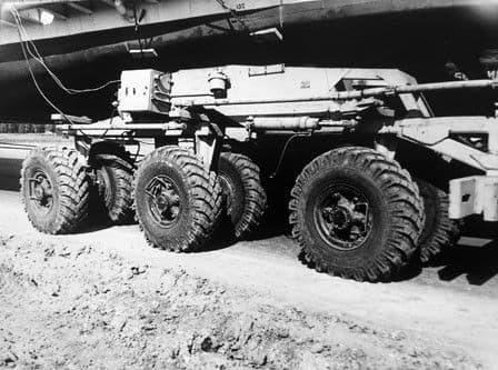 Доставка теплохода Москва-117 в Ижевск. 1982 год. Фотограф Ф.А. Жемелев.
