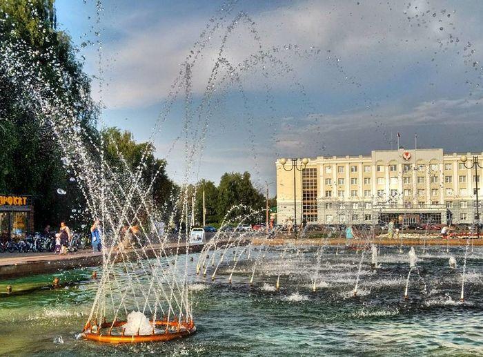 Фонтан на Центральной площади Ижевска. Фото: Александр Попков. 2017 год.