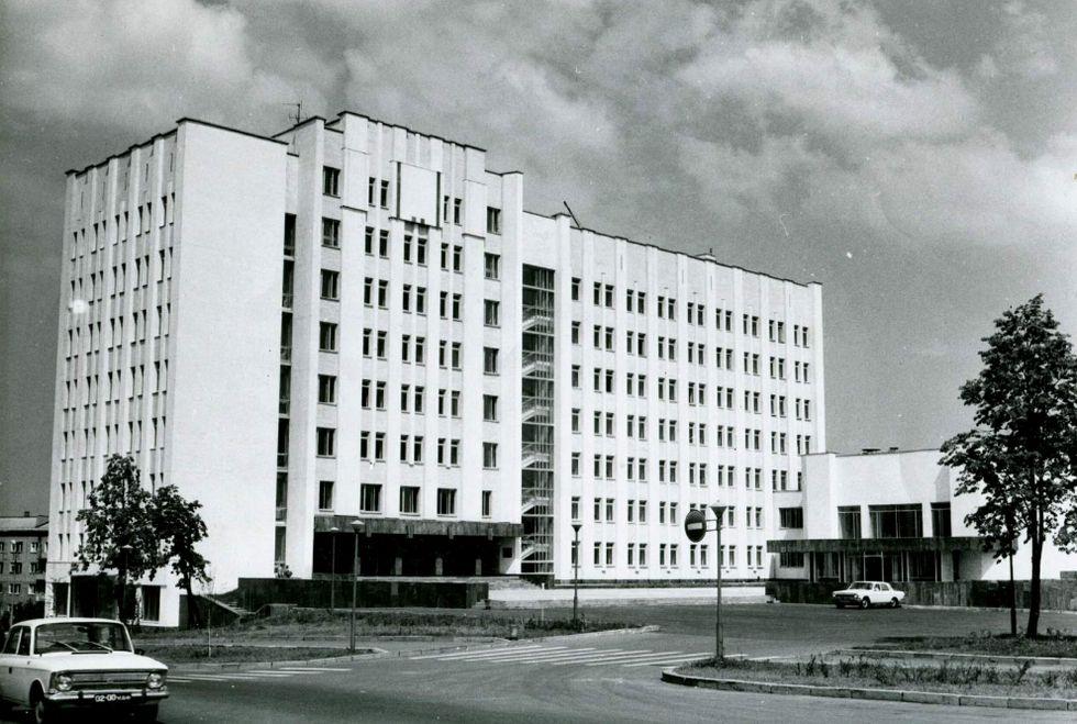 Здание Верховного Совета УАССР (ныне Госсовет УР), Ижевск г. Фото: 1982 год. Площадь имени 50-летия Октября, 15. Ижевск.