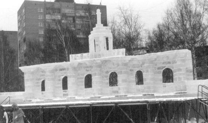 Новогодняя площадь. Ижевск. 29 декабря 2001 года.