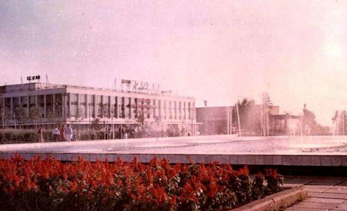 ЦУМ. Центральная площадь, начало 1980-х. ЦГА УР. Ижевск.