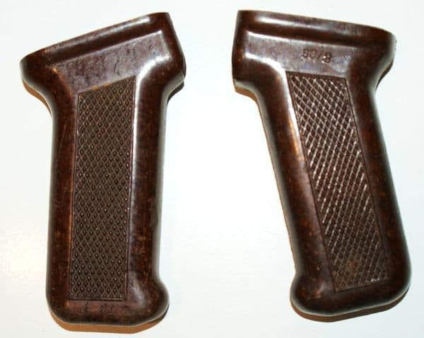 Кроме того из бакелита для АК-74 производили: Рукоятки, цевье.