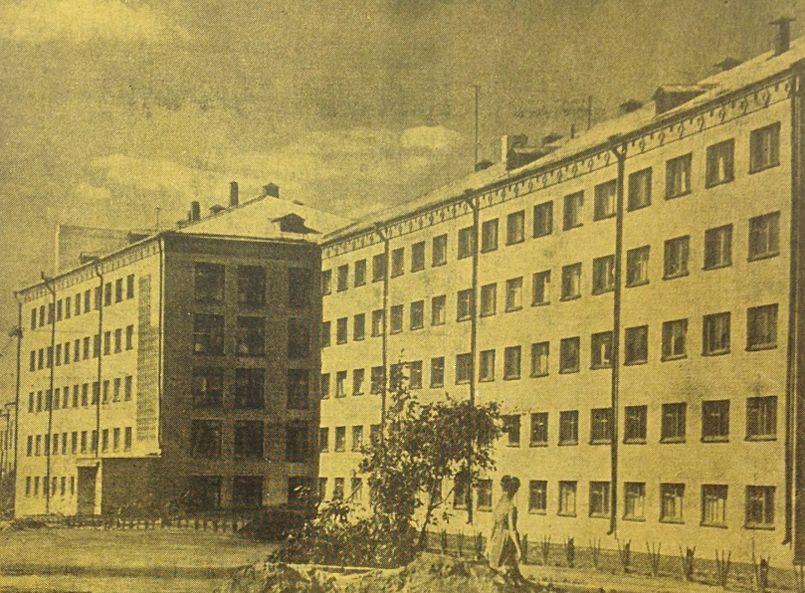 1-ое Общежитие УГПИ (УдГУ) на улице Удмуртской. 1967 год. Ижевск.