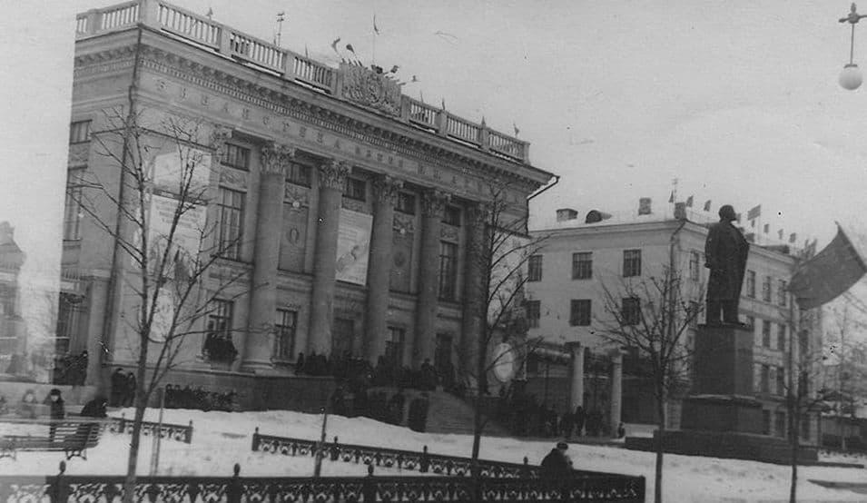 Библиотека Ленина и памятник Ленину. Ижевск. 60-70-ые.