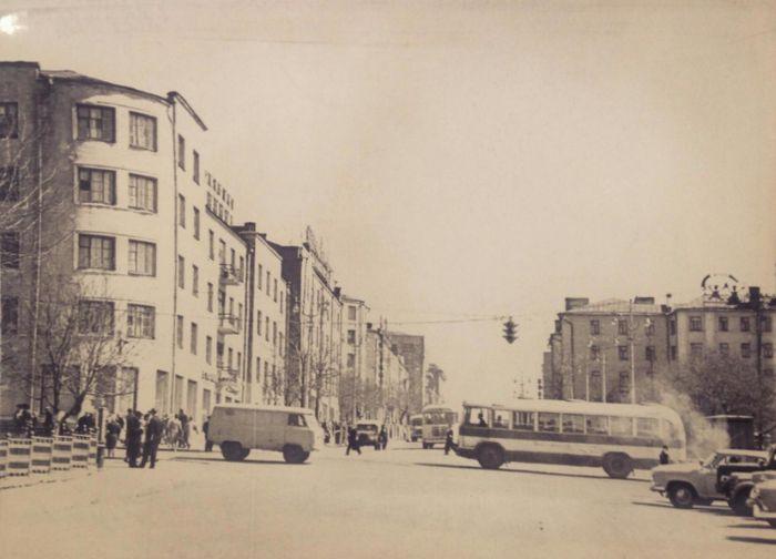 Перекрёсток улиц Советской и Горького Ижевск. Фото: В. Толмачёва, май 1964 года.