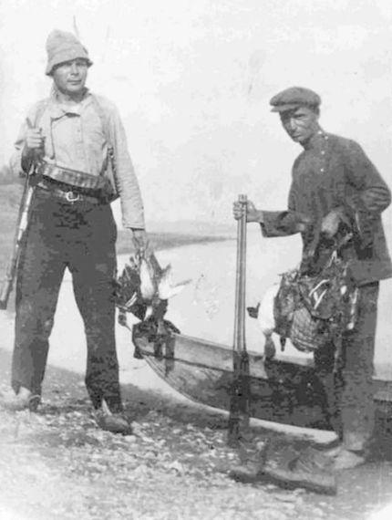 Охотники на уток с добычей . Примерно 1920 год. ГКУ ЦДНИ УР.